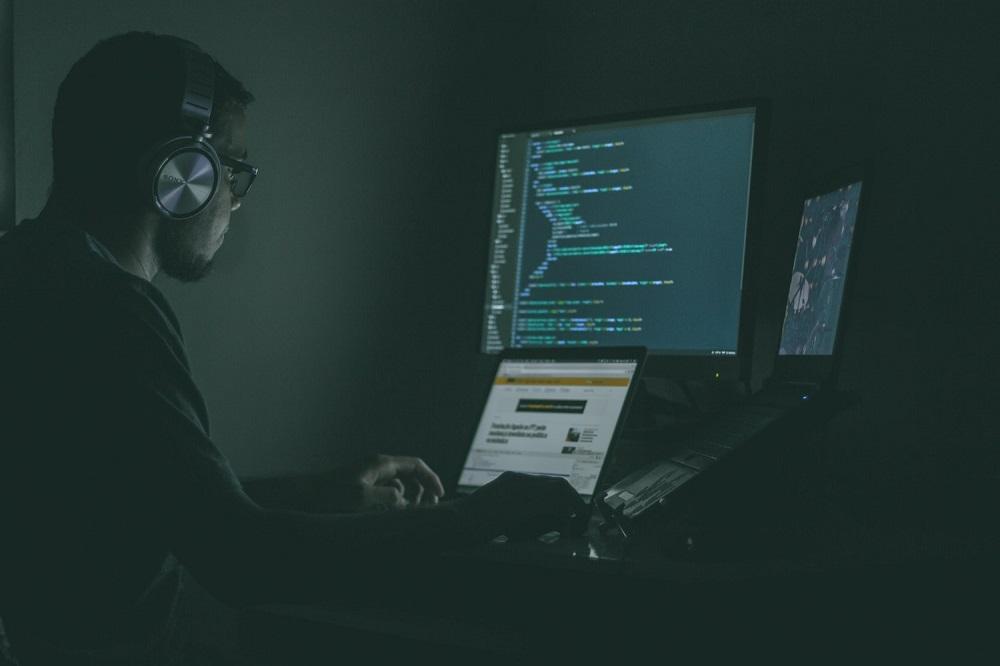 Ciberseguridad: retos y riesgos que tienen las empresas con su información